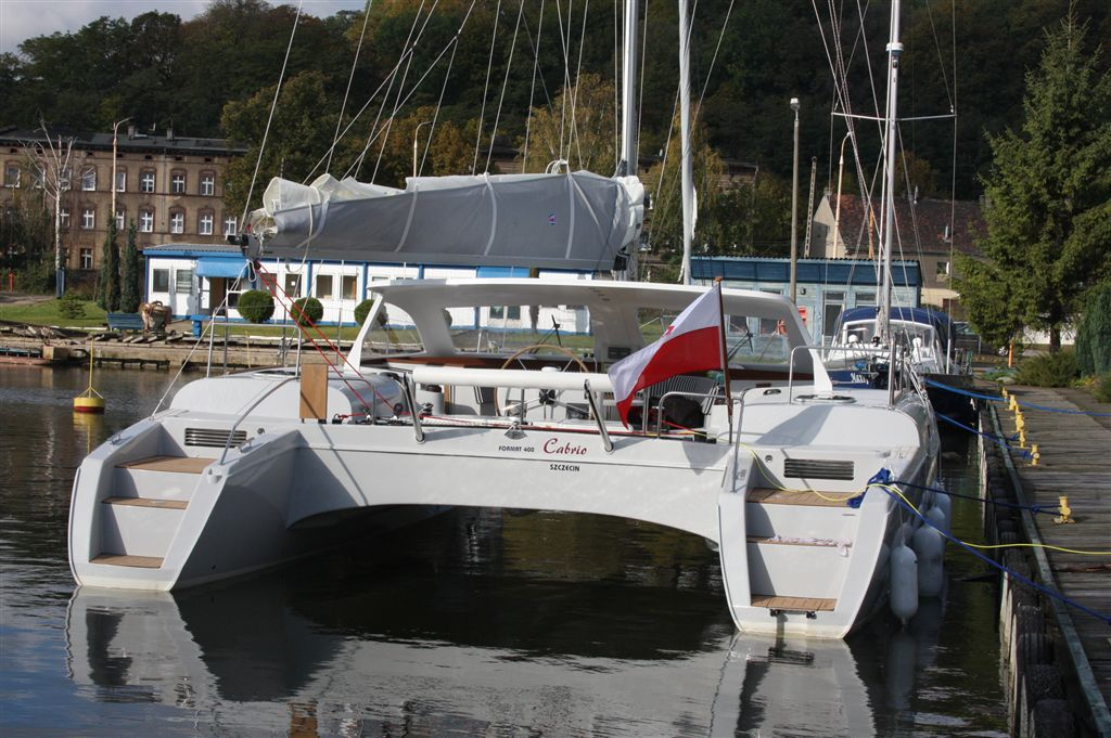 Short roof, stern view