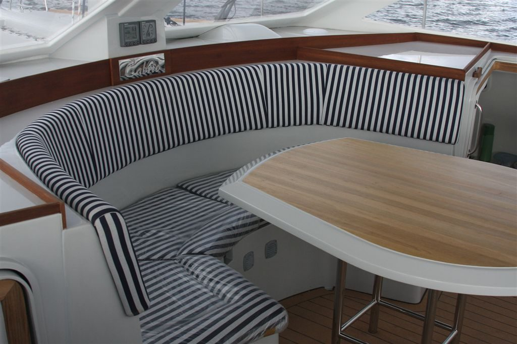 Short roof - bridge deck seating