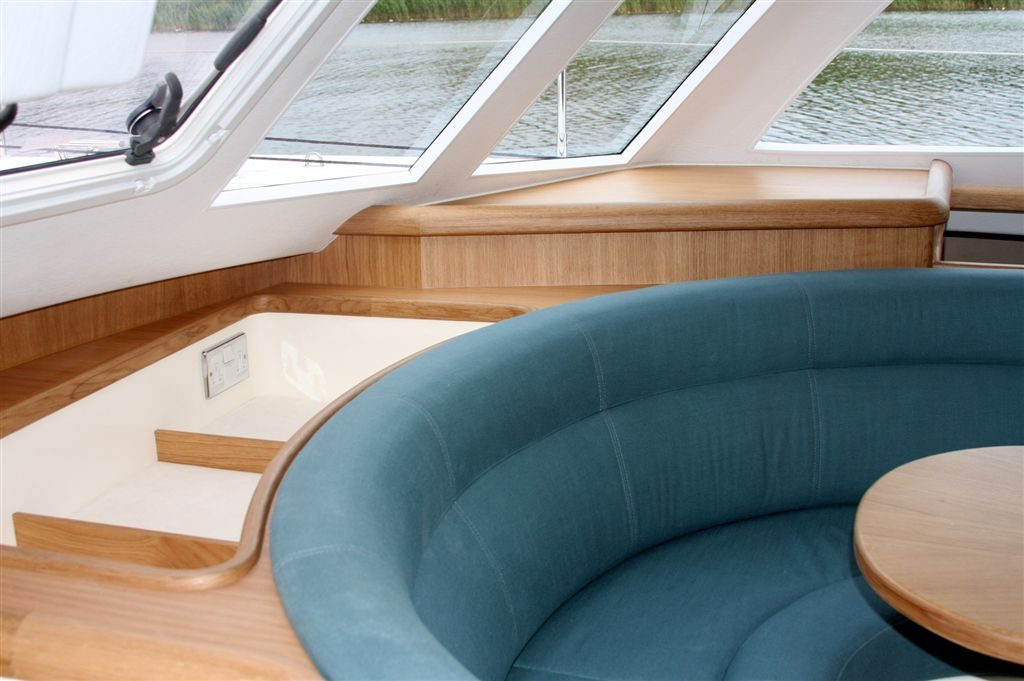 Bridgedeck seating detail